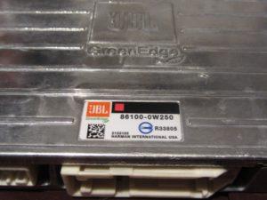 Усилитель JBL 86100-0W250 от Тойота Camry V50